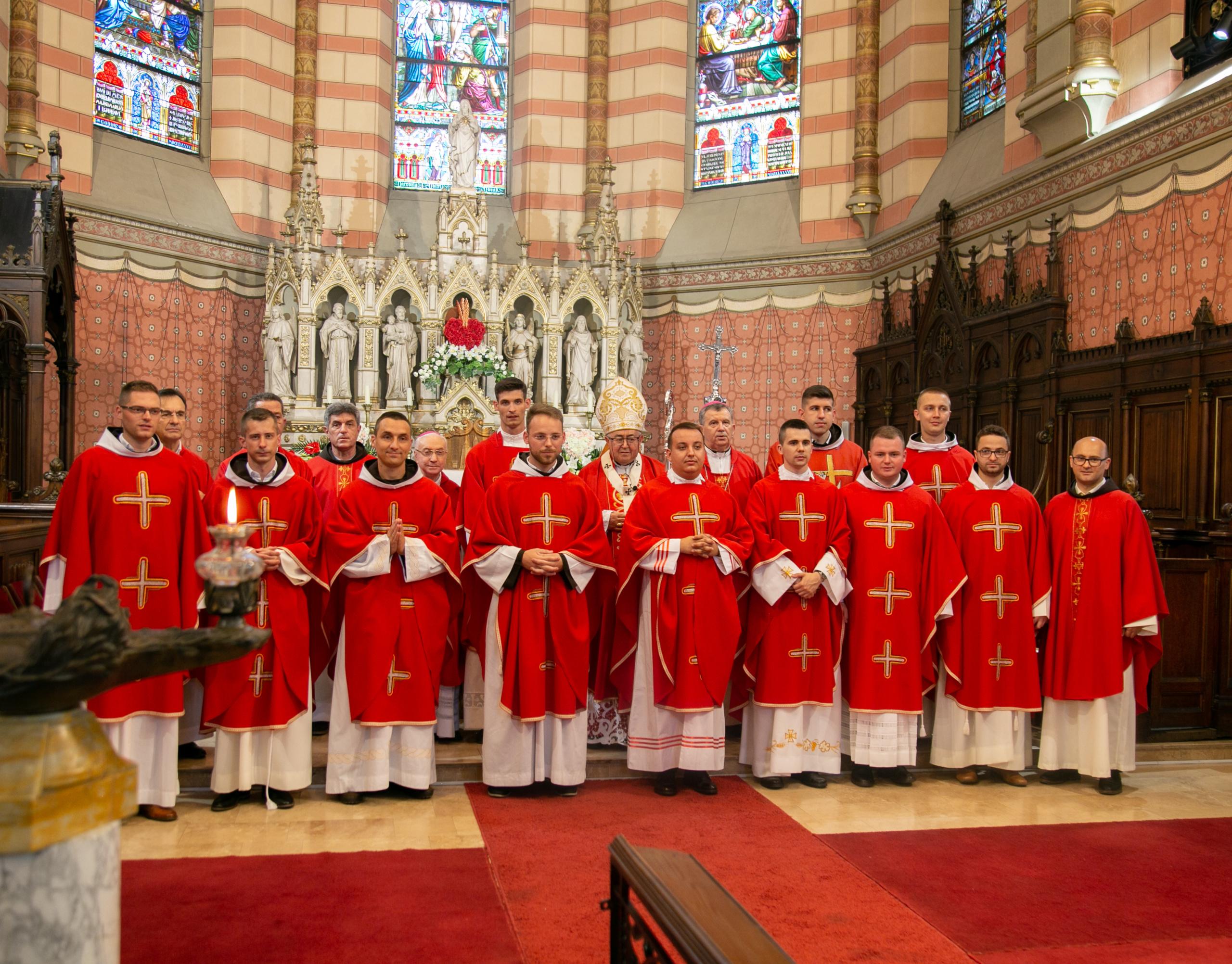 Prezbitersko ređenje jedanaestorice đakona